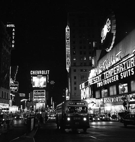 Bus_in_times_square
