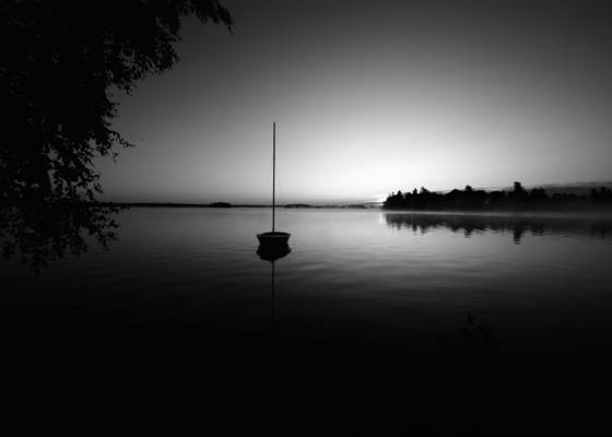 Boat_at_dawn