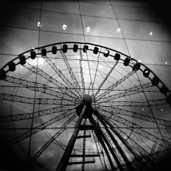 Ferris_wheel_reflection