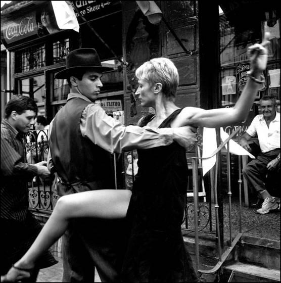 Tango_dancers_3