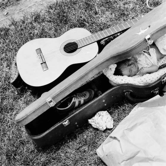 Guitar_and_case