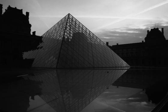 Muse_e_du_louvre_at_dawn