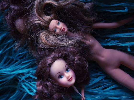 Dolls_on_blue_hula_skirt