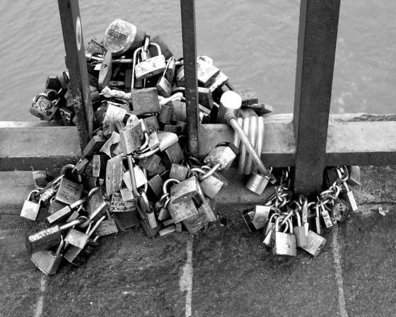 Lots_of_locks
