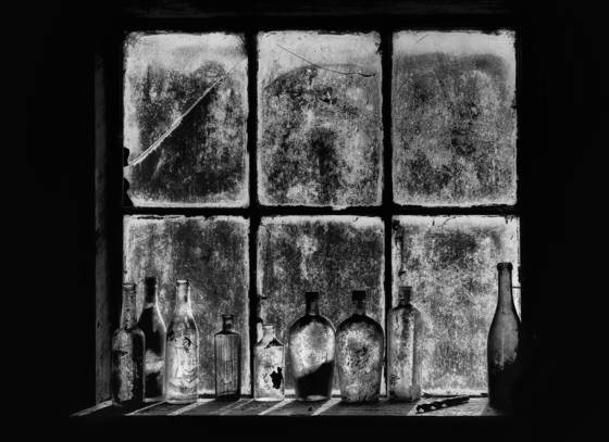Bottles_in_the_window