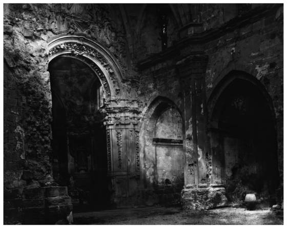 Old_church_in_ruins