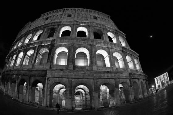 Coliseum_by_night