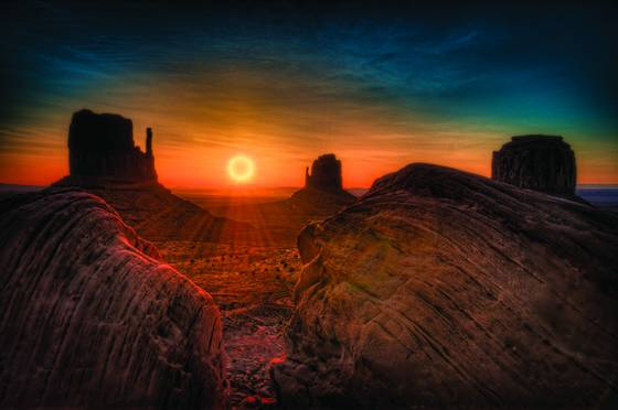 Sunrise_monument_valley