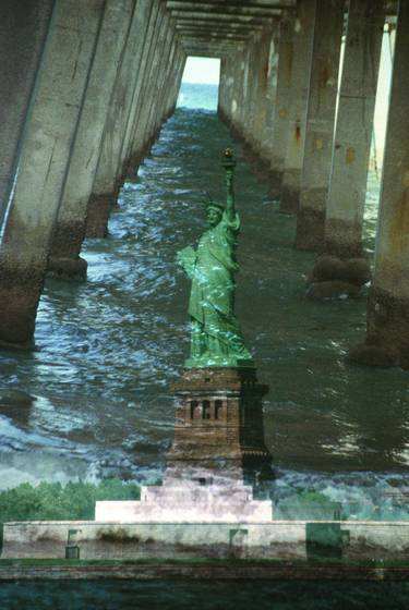Liberty_under_bridge