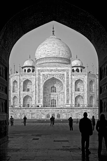 The_taj_mahal_from_the_jawab