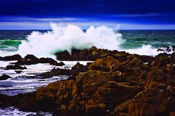Stormy_seas_1