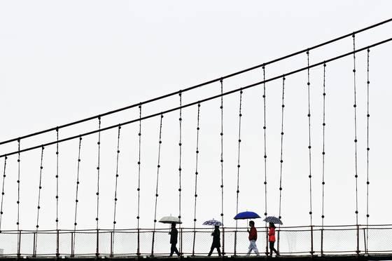 4-umbrellas