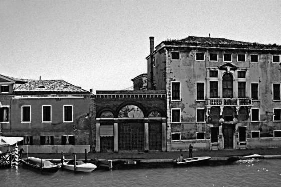 Across_the_murano_glass_museum