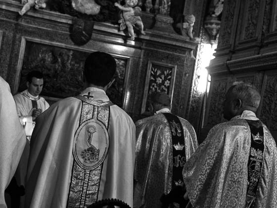 Visiting_priests