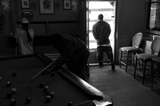 Playing_pool