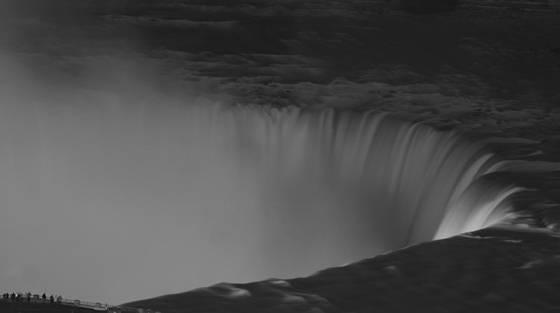 Niagara_at_night