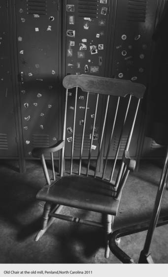 Old_chair_at_the_old_mill