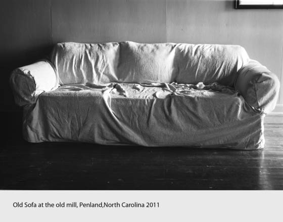 Old_sofa_at_the_old_mill