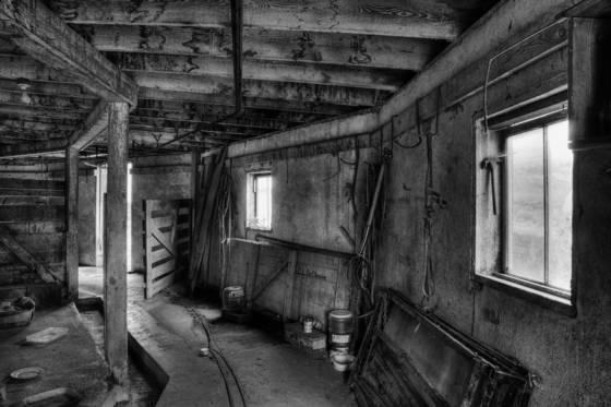 Barn_interior_1