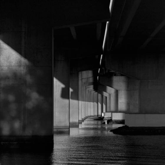 Under_the_bridge_1