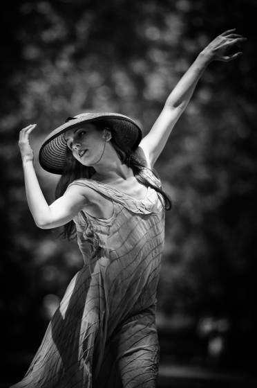 Dancers_in_the_park_3