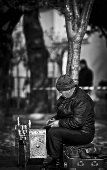 Shoe shine in front of haghia sophia