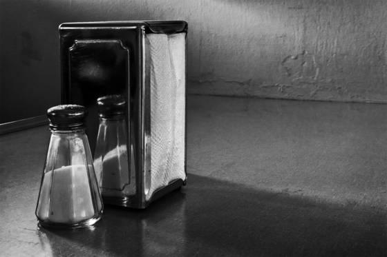 Salt_and_napkins