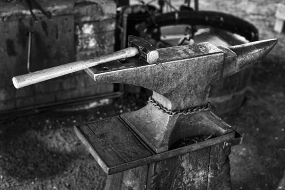 Anvil_and_hammer