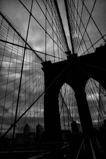Brooklyn_bridge_at_dawn