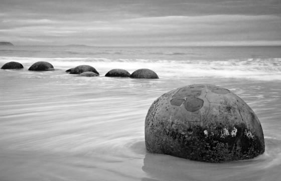 Moeraki_boulders