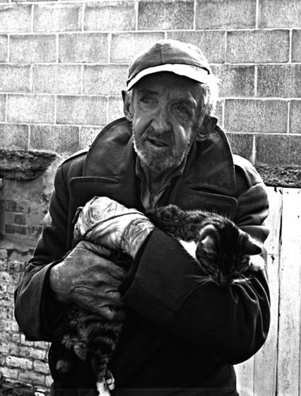 Old_man_and_cat