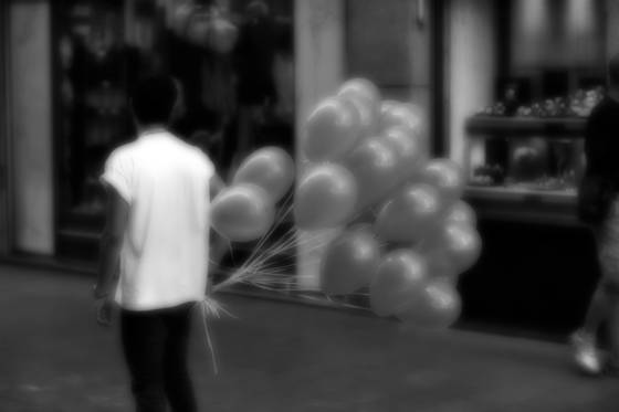 Globos_calle_fuencarral__madrid_2012