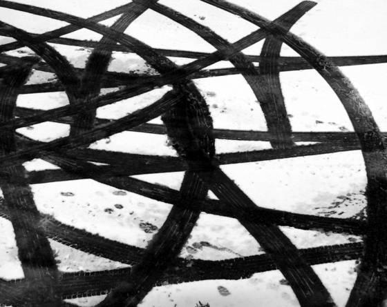 Tire_tracks_in_snow