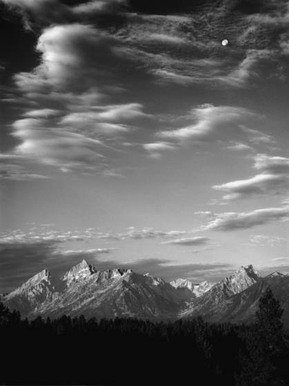 Tetons_and_moon