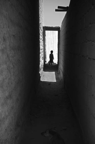 Child_in_doorway