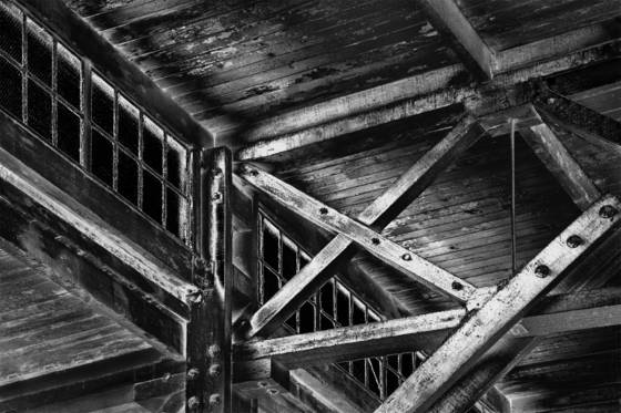 Supporting_old_pier_ceiling
