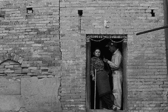 Man_and_woman_in_doorway