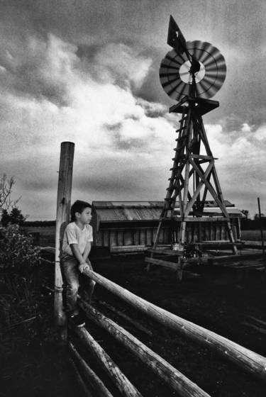 Boy_and_windmill
