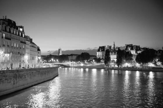 Hotel_de_ville_from_the_seine