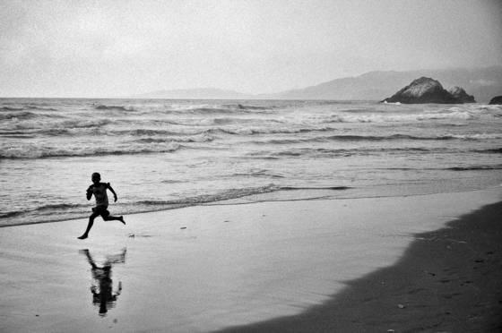 Runner_on_beach