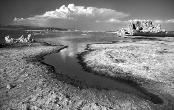 Mono_lake_and_cloud