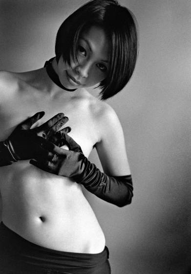 Girl_with_gloves