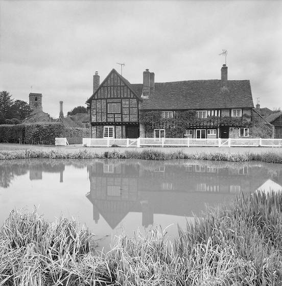 Old_manor_house_aldbury