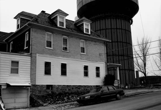 Front_yard_water_tower
