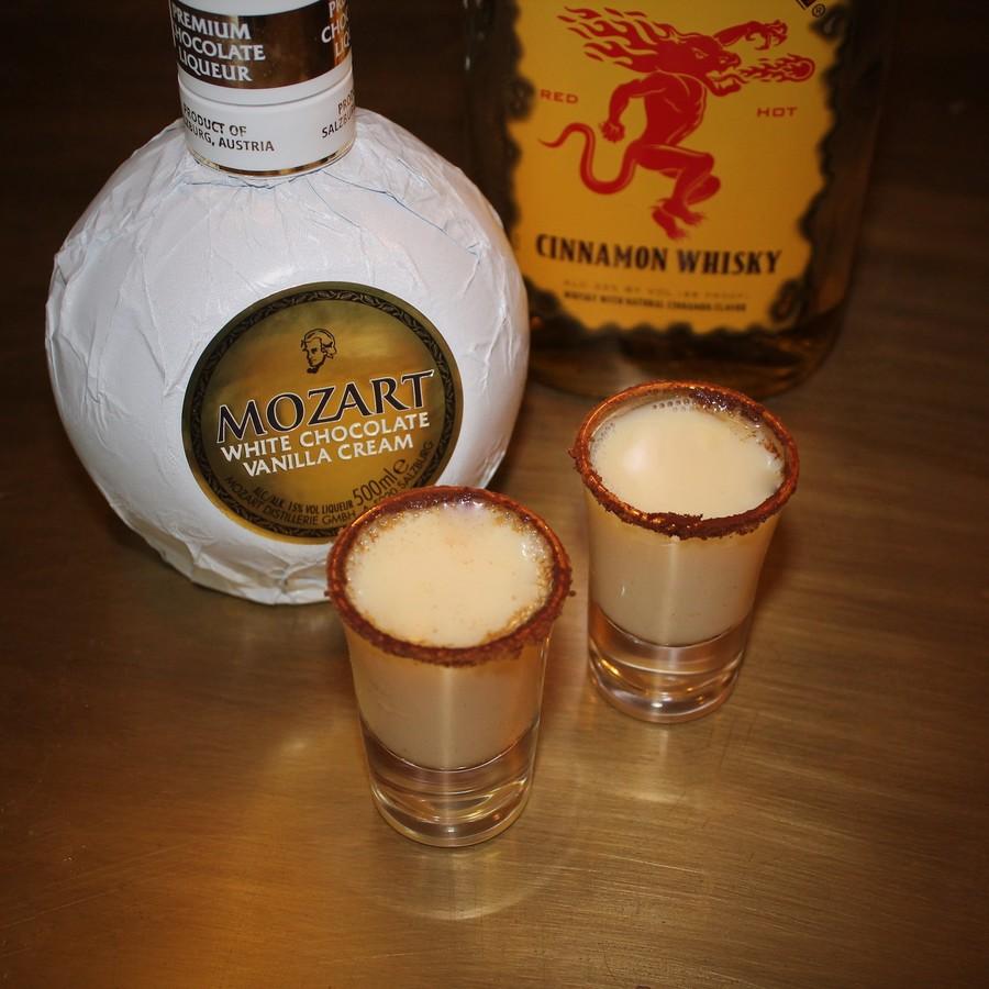Mozart White Chocolate Cinnamon Toast Shot