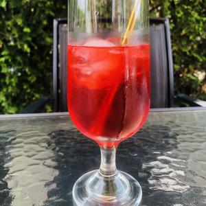 Raspberry beret iced tea