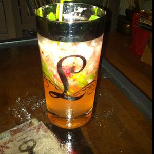 Berry-Bombay mojito