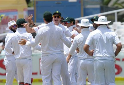 South Africa wraps up innings win in 3 days