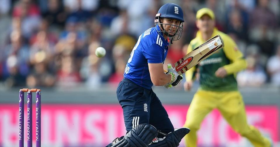 Australia beaten as England keep series alive