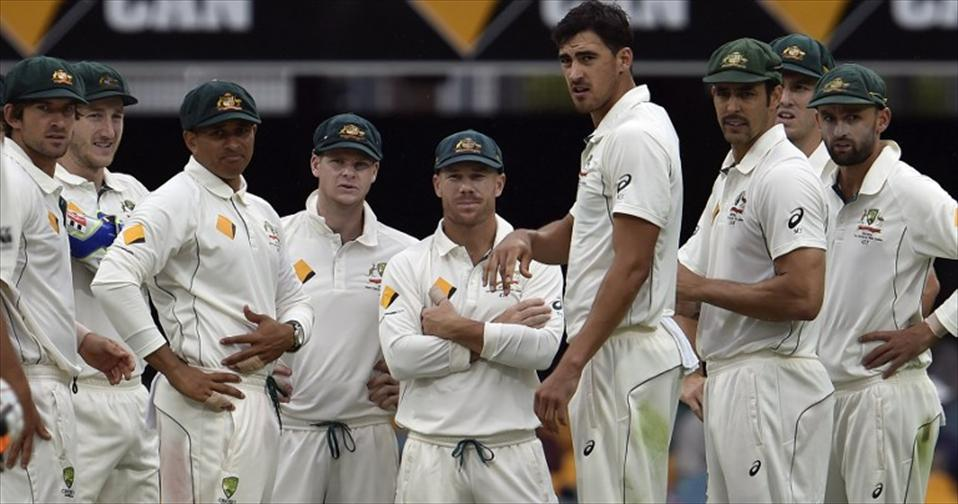 Bowlers make difference in Aussies 208-run rout